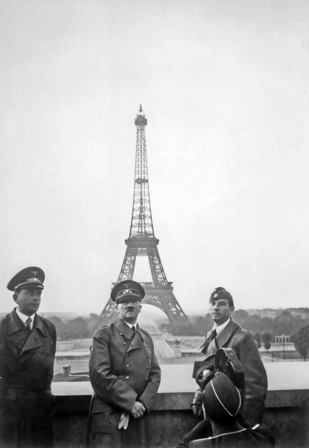 Adolf Hitler en París, 1940. Fotografía de la colección Heinrich Hoffman