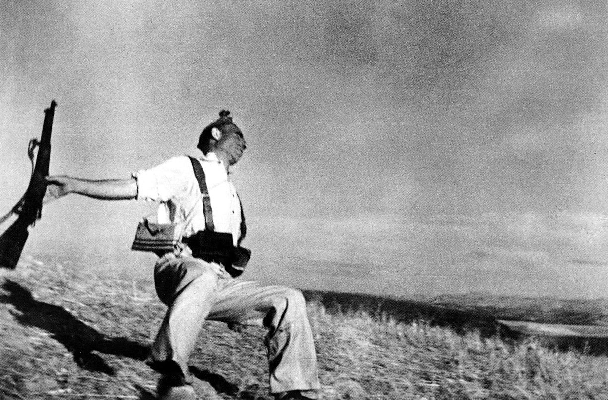 Muerte de un miliciano, España, 1936. Fotografía de Robert capa