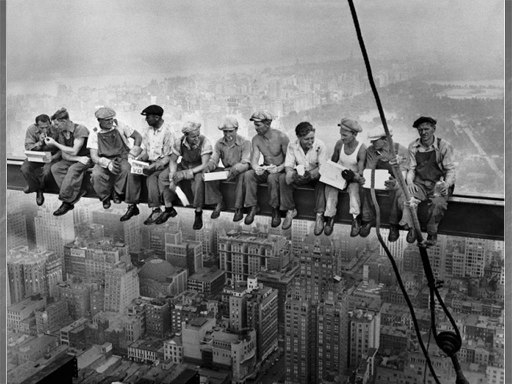 Almuerzo en lo alto de un rascacielos, 1932. Fotografía de Charles C. Ebbets