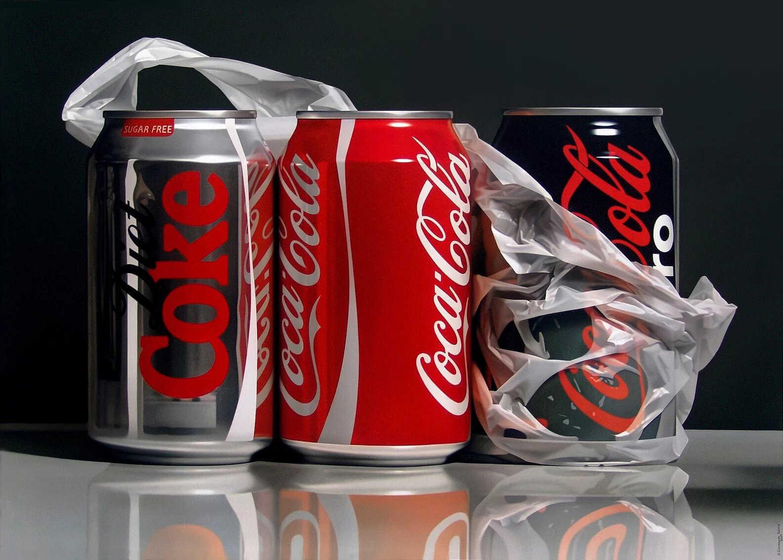 Pintura hiperrealista de latas de coca cola