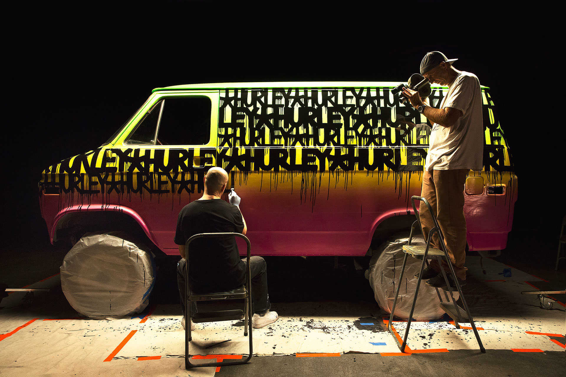 Furgoneta de marca de surf Hurley pintada por haze