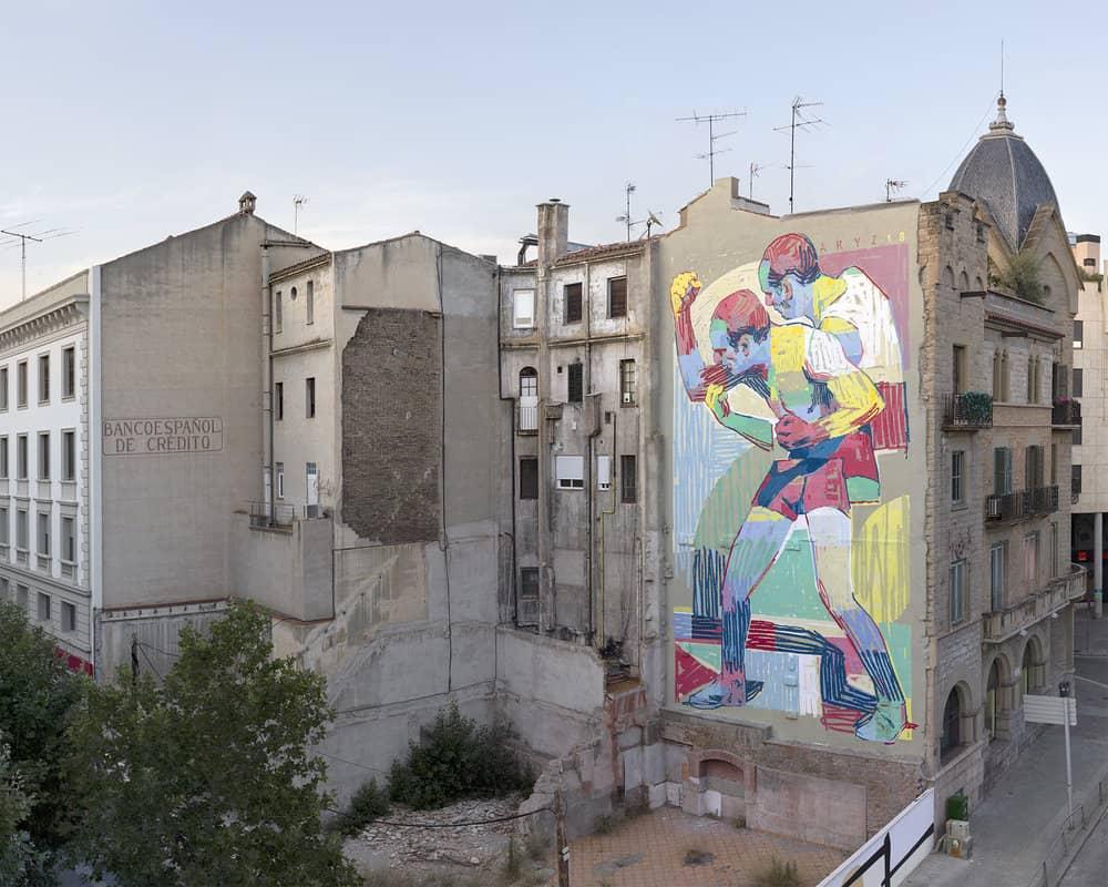 Mural de graffiti de aryz con un boxeador