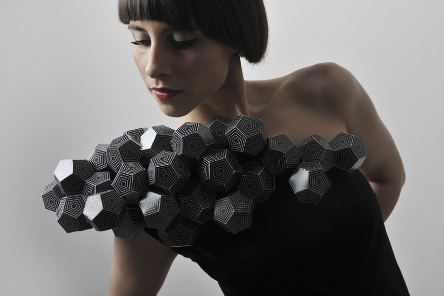 vestido poligonal