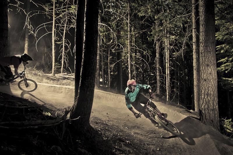 Fotografia de descenso en mountain bike