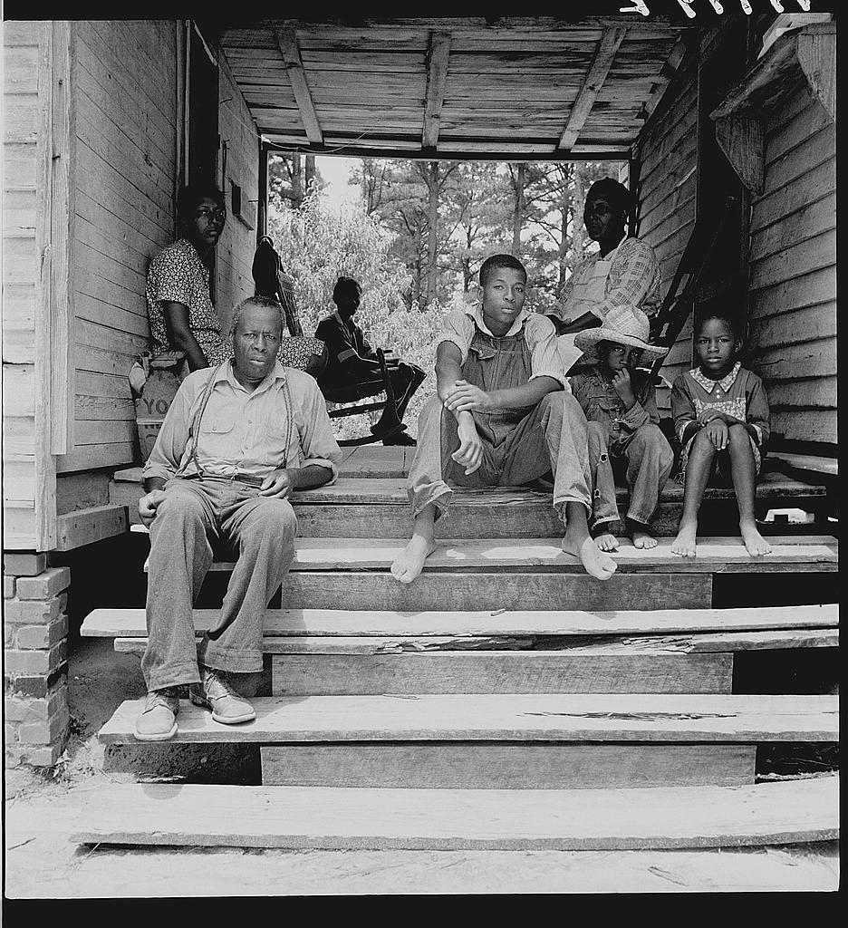 Fotografía de Dorothea lange que muestra personas de color en los años 50