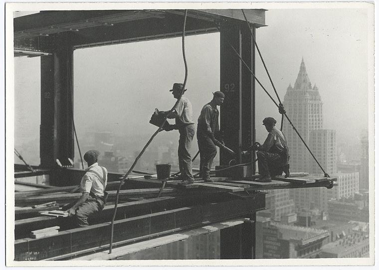 Trabajadores en las alturas del empire state durante su construcción