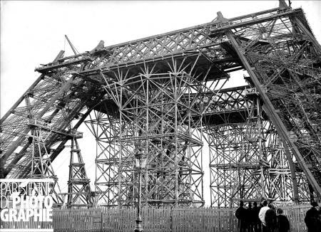 20-imagenes-de-la-construccion-de-la-torre-eiffel-oldskull-10