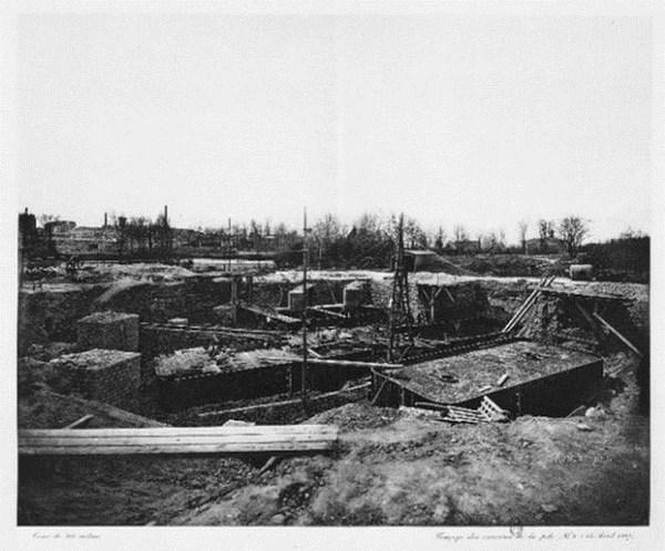 Primeros huecos de cimientos de la torre eiffel