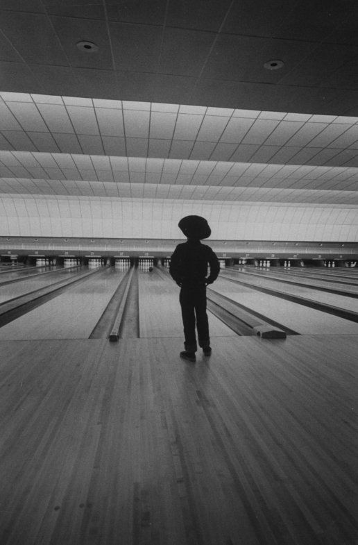 A view of a bowling alley.  (Photo by Th