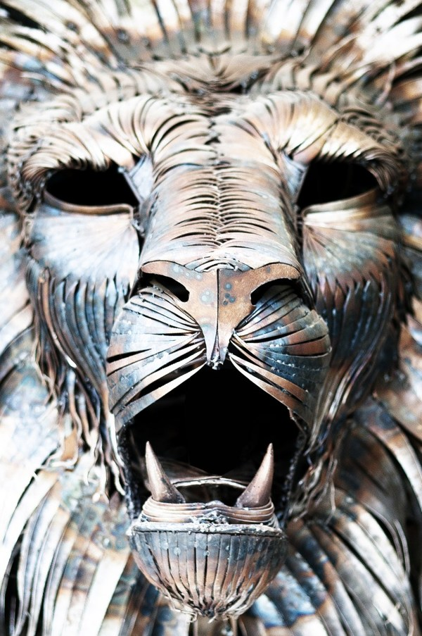 metal-lion-sculpture-oldskull-2