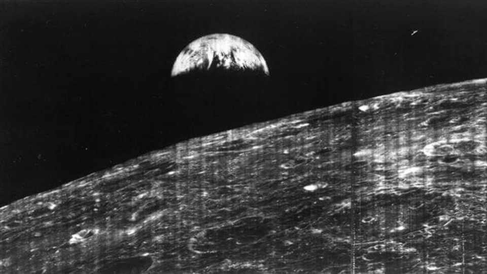 La primera imagen de la tierra vista desde la luna