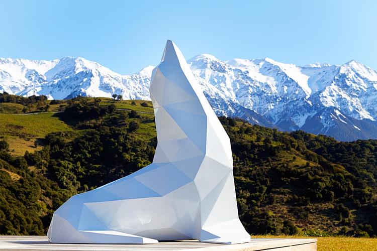 escultura de Foca hecha con geometría