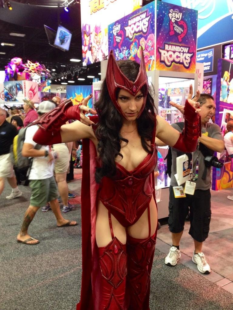comic-con cosplay la bruja escarlata