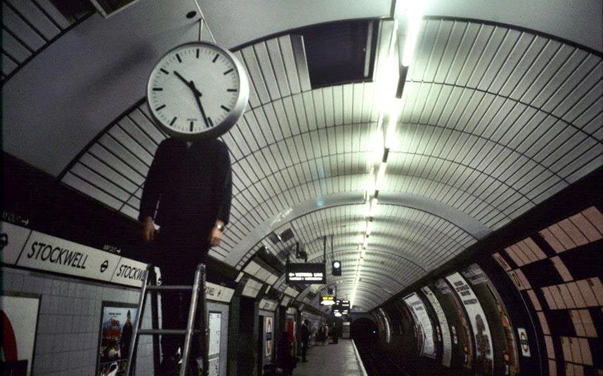 Interior de estación de Stockwell metro de londres