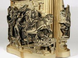 Libro de papel tallado con un bisturí