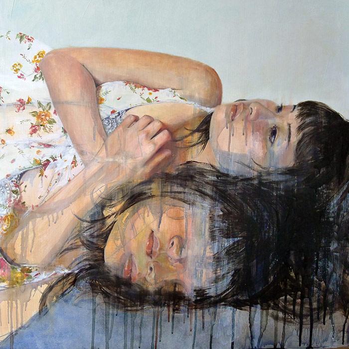 Pintura de una chica acostada y pensativa de Miss Christine Wu