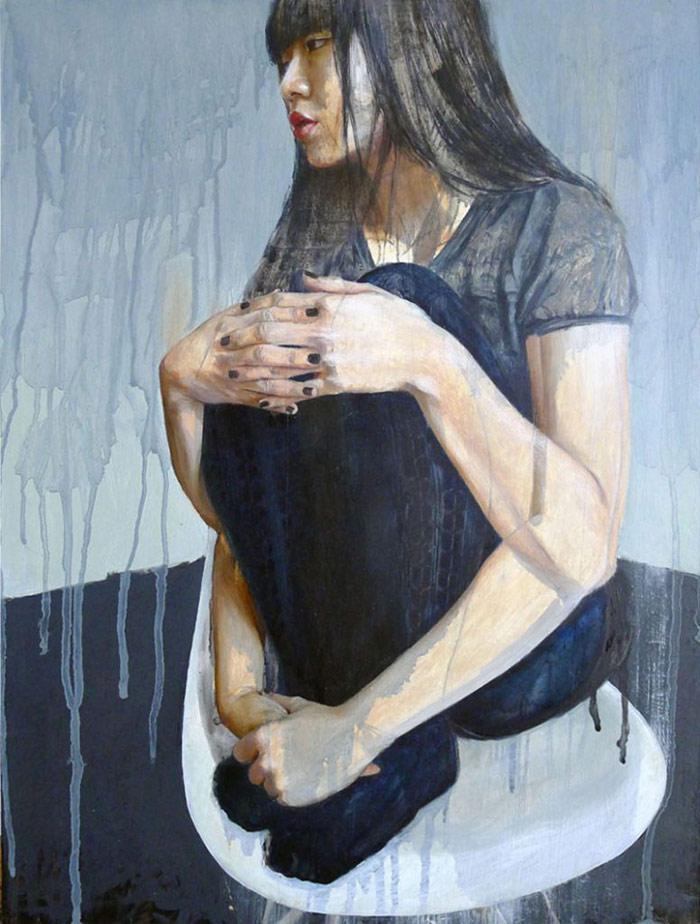 Pintura de una chica sentada sobre sus rodillas por Miss Christine Wu