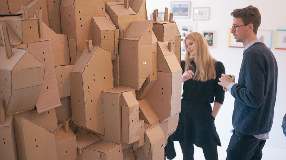 creatividad - ciudad flotante de carton vista lateral 2