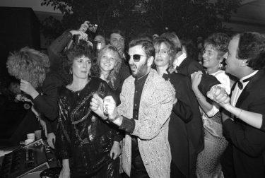 Richard Young fotografiando celebrities