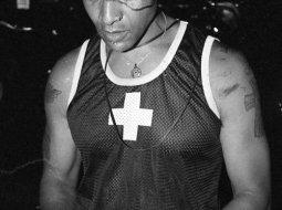 Chico de pandilla fotografiado por Kevin Omeara
