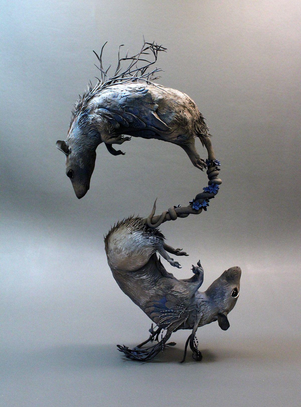 escultura de ratas creadas con plantas