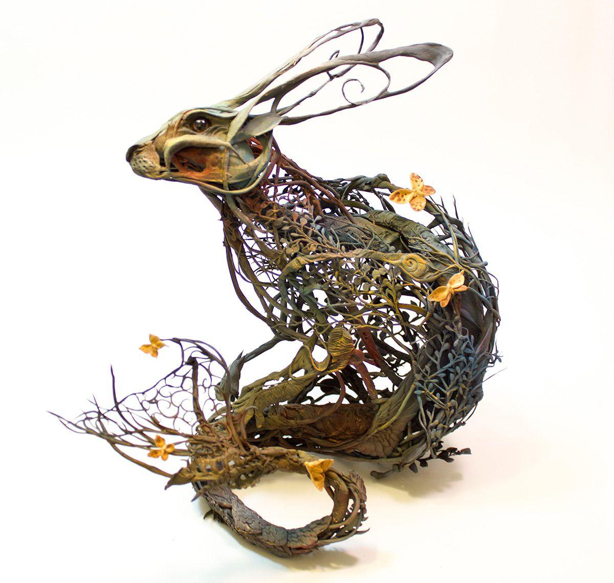 escultura de un conejo hecha con plantas
