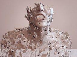 escultura de torso humano de yuichi ikehata