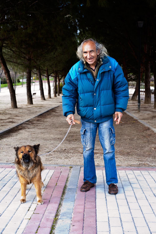 hombre con su perro