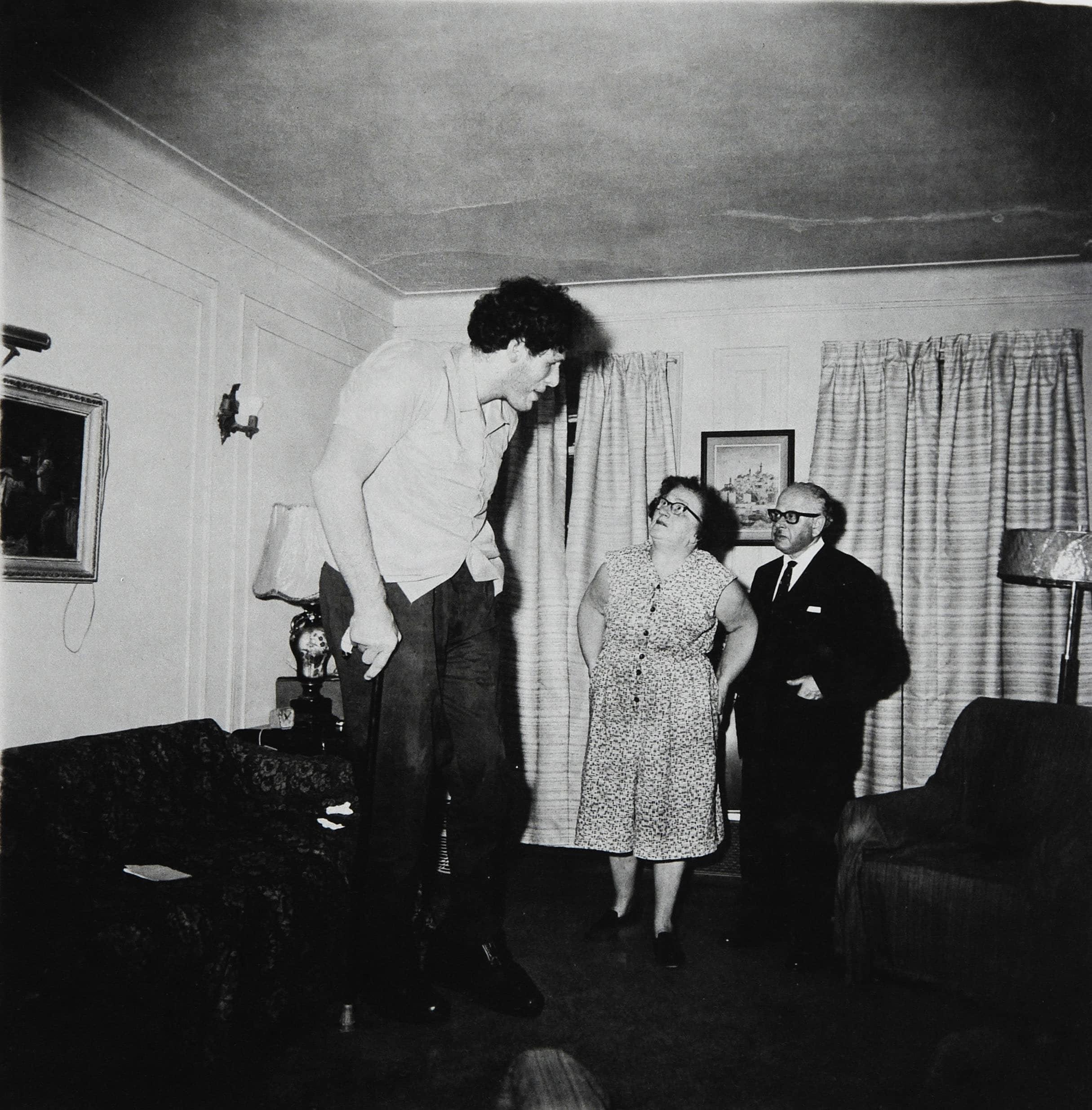 Hombre gigante fotografiado por Diane Arbus
