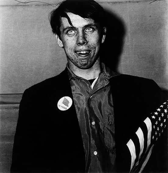 Hombre con la bandera americana