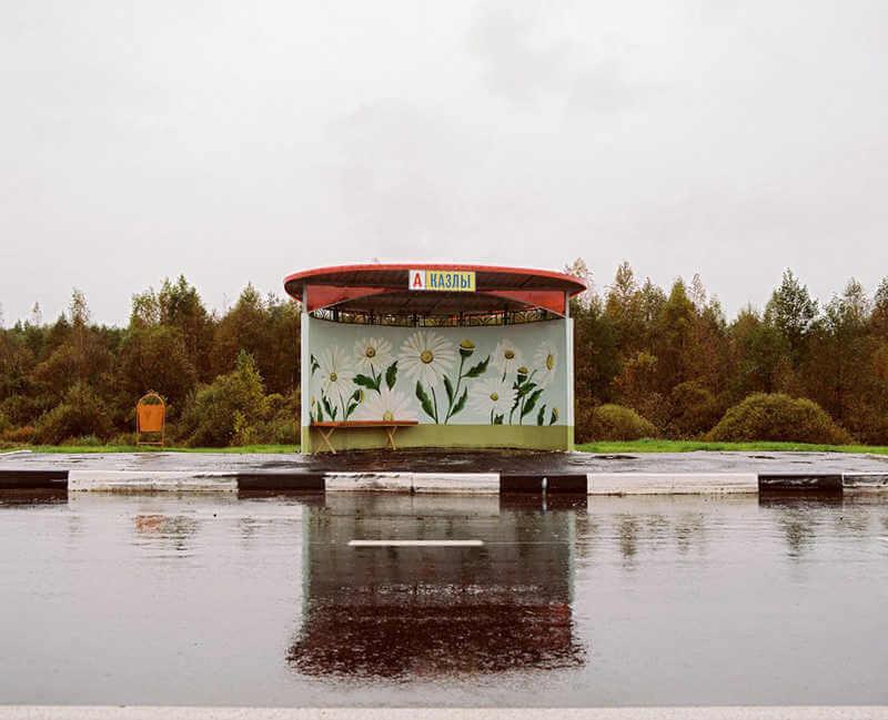 belarus-painting-bus-stops-oldskull-6