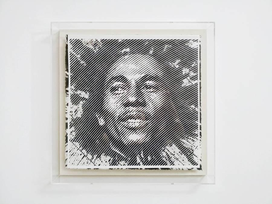 Retrato de bob marley hecho con papel cortado