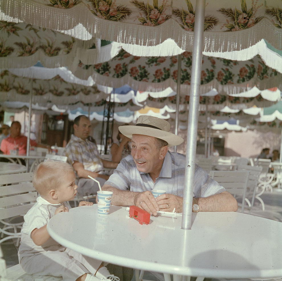 Disneyland photography in 1955 (11)