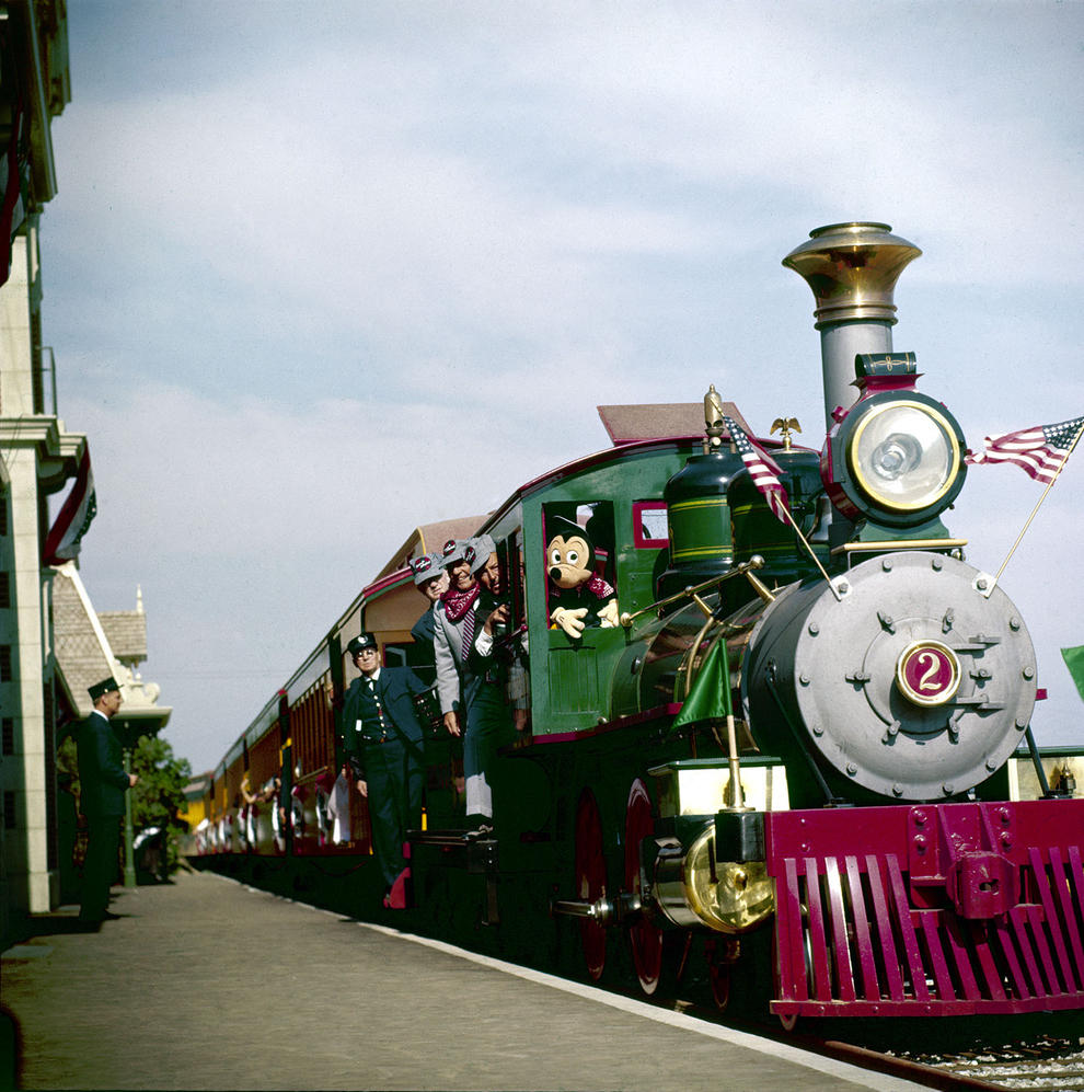 Disneyland photography in 1955 (5)