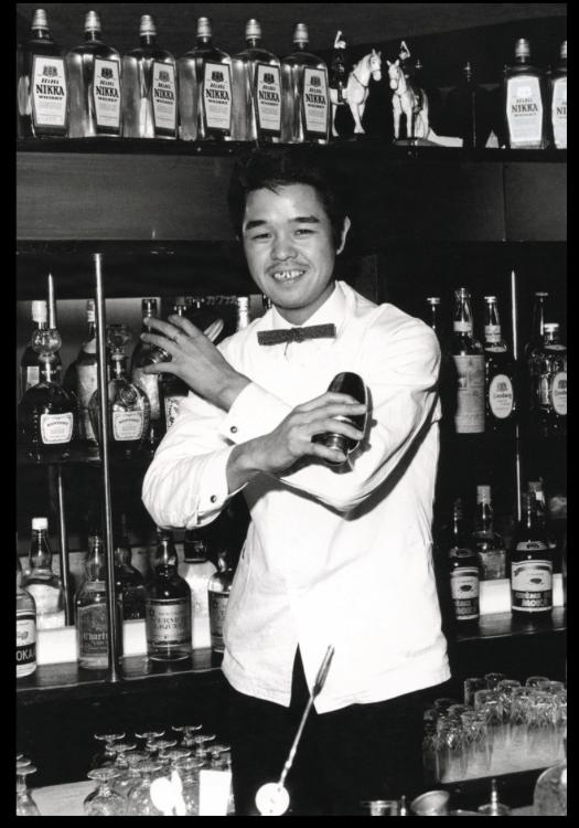 Barman japones en los años 70
