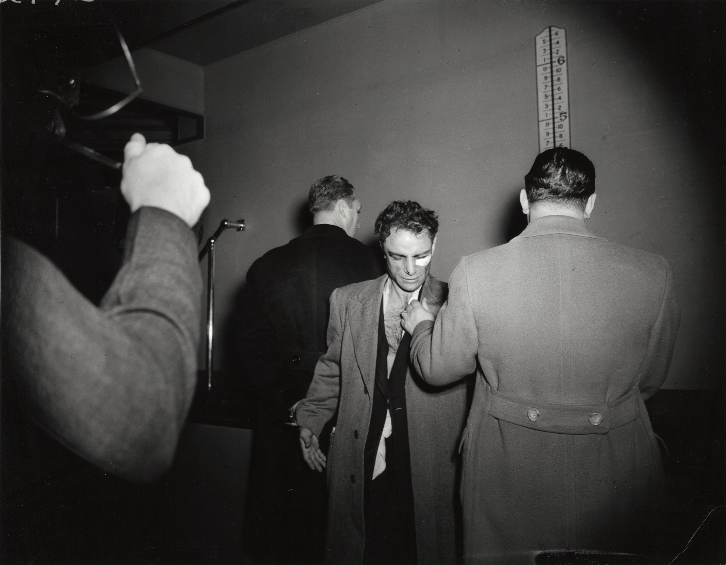 Conoce a Weegee; el fotógrafo del crimen del Siglo XX