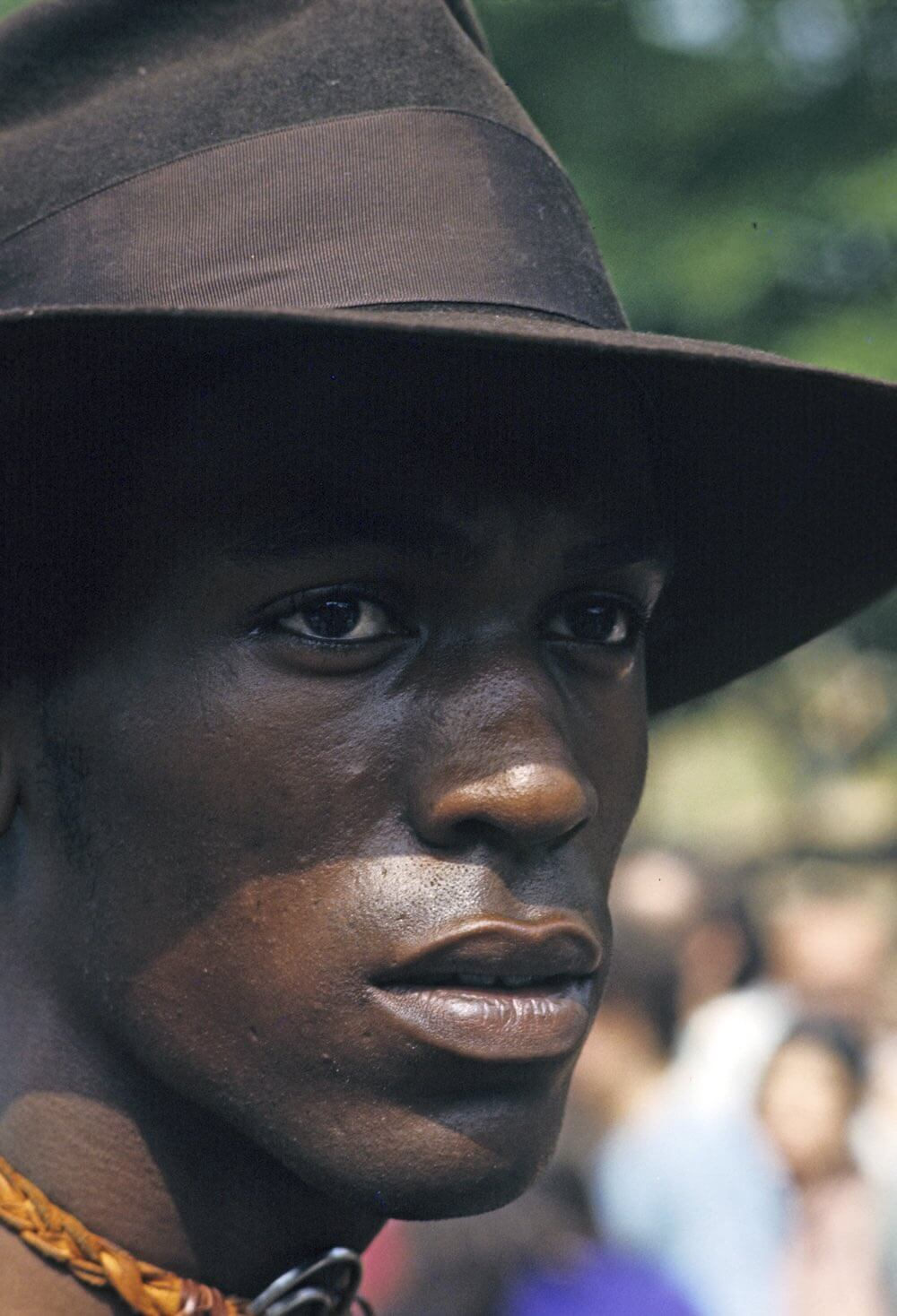 Harlem: The Ghetto. New York City- Harlem- juillet 1970: le ghetto; portrait d'un afro-amÈricain coiffÈ d'un chapeau. (Photo by Jack Garofalo/Paris Match via Getty Images)