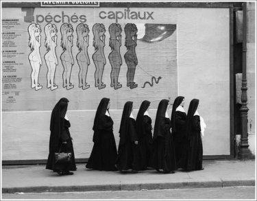 monjas paseando, fotografía de de ReneMaltete