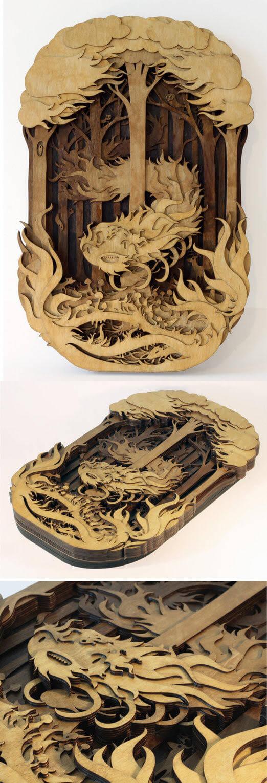 Escultura de un cien pies hecha de madera by Martin Tomsky