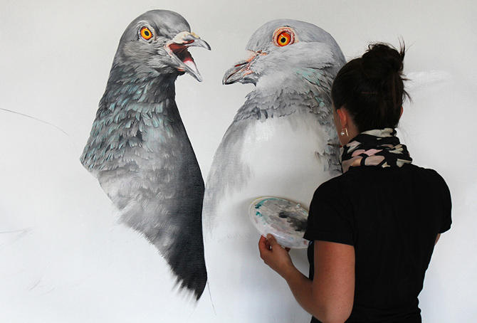 Adele Renault Paints Incredibly Realistic Pigeon (4-2)