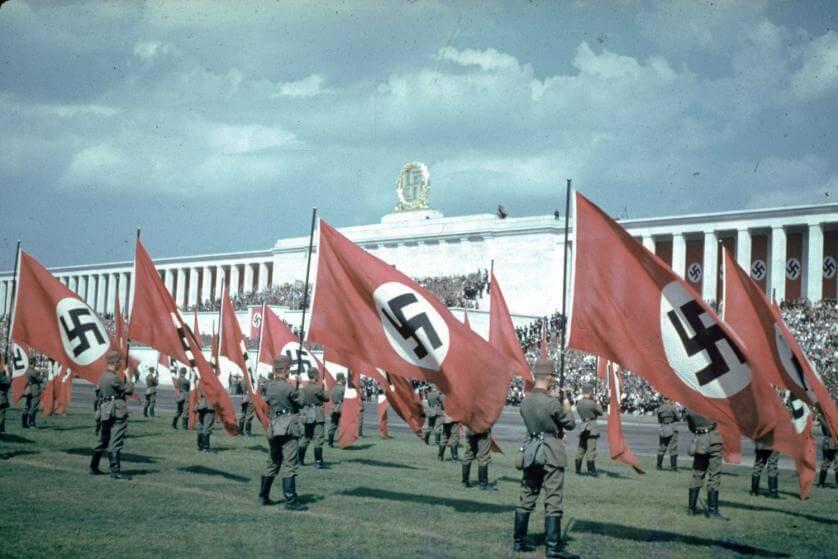 Nazis frente el reichstag