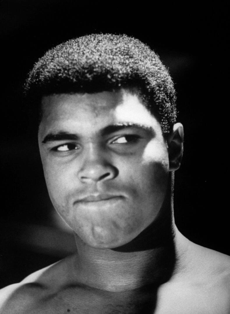 Primer plano del boxeador afro americano mohamed ali