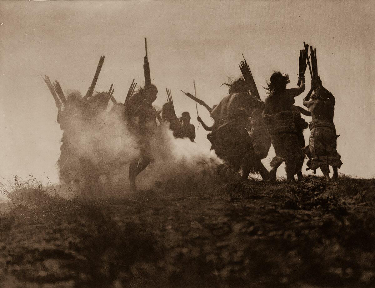 Danza del fuego de indios nativos americanos