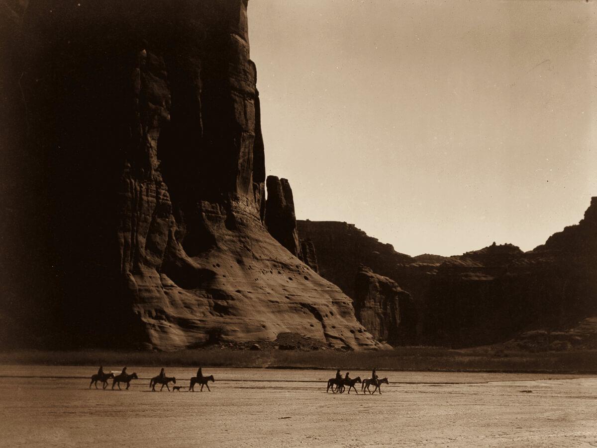 Indios americanos cabalgando