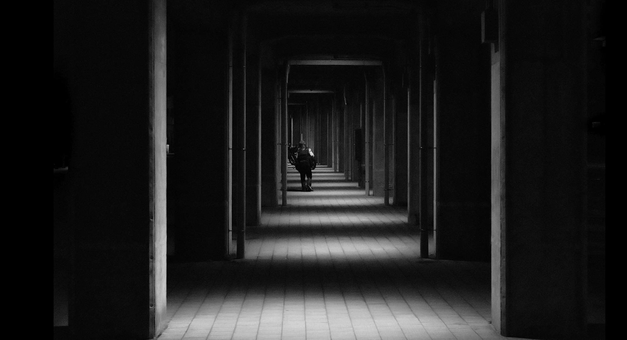 Callejón en tokio, fotografía de Hiroharu Matsumoto