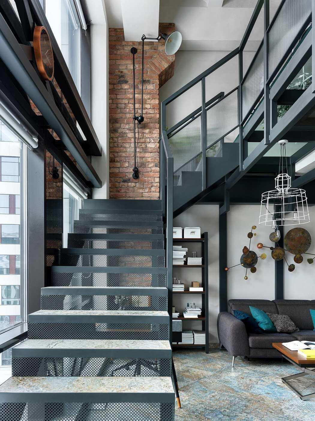 Ejemplo de escalera en diseño de interiores en apartamento moderno