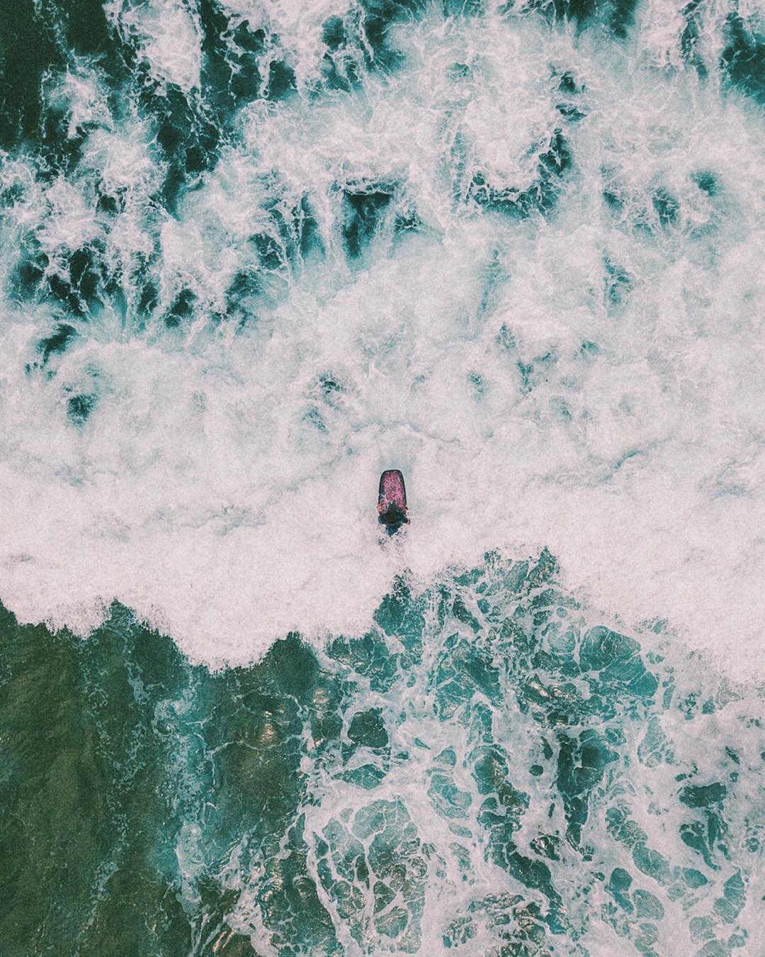 imagen aerea de surf en portugal