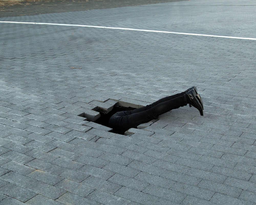 Hombre atravesando el suelo, Fotografia de Ben zak