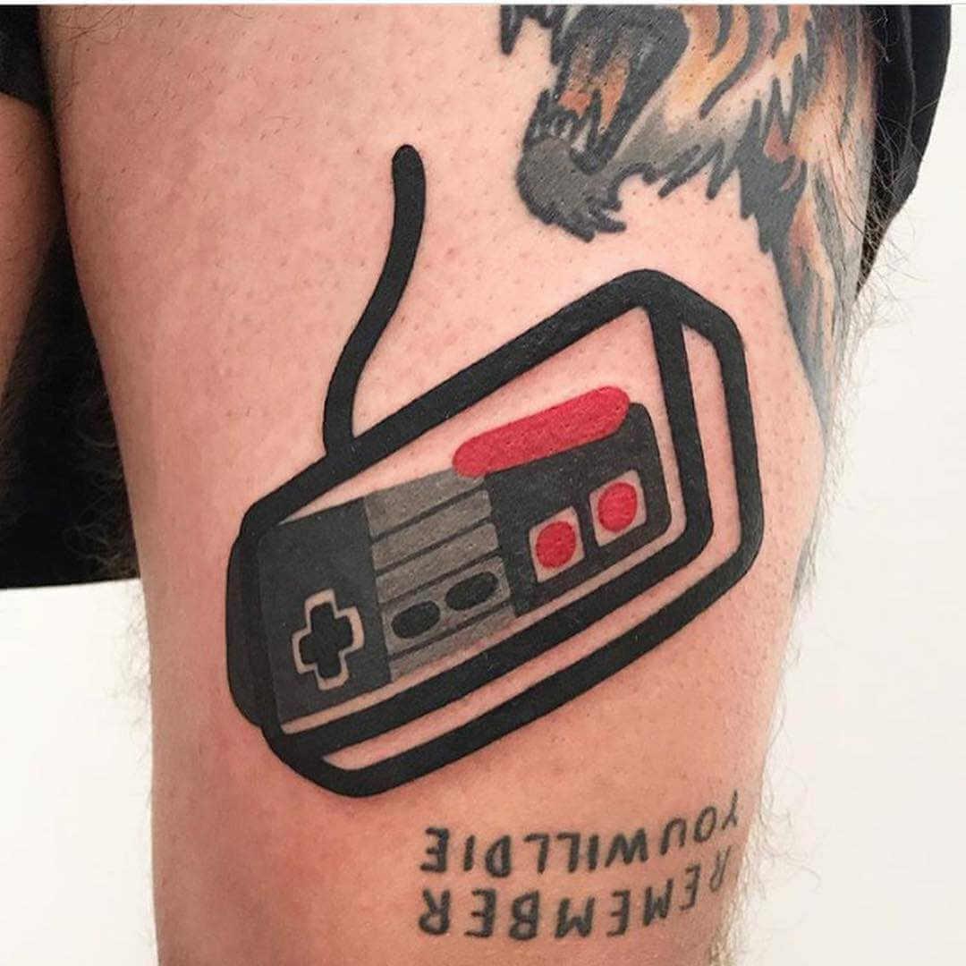tatuaje mando de nintendo nes