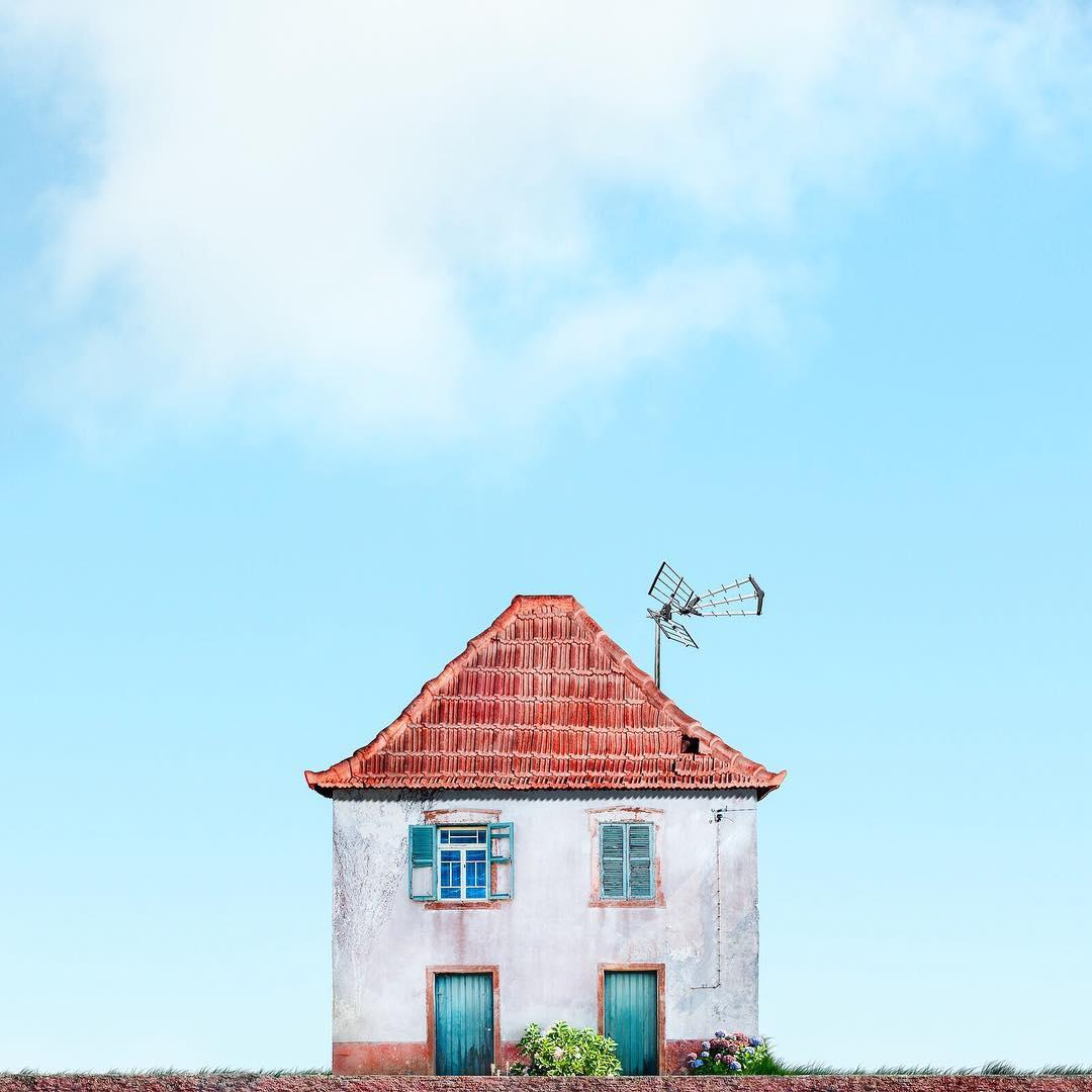 casa solitaria con antena